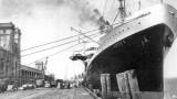 """La Gare Maritime de Cherbourg, après la seconde guerre mondiale, avec à quai le paquebot """"Andes"""""""