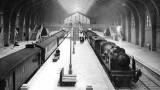Le Hall des trains. Les voyageurs en arrivant à Cherbourg n'avaient plus qu'à embarquer dans le paquebot à quai