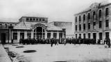 Emigrants à Cherbourg, devant l'hôtel Atlantique