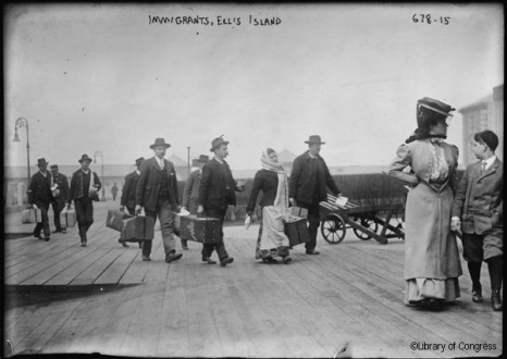 Emigrants débarquants à Ellis Island, New York