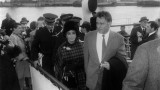 Liz taylor et Richard Burton débarquent dans la gare maritime transatlantique cherbourg